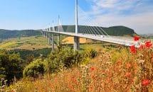 Excursion dans le Larzac: Viaduc de Millau et village de Roquefort